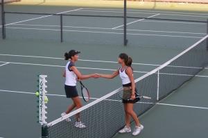Tennis_shake_hands_after_match